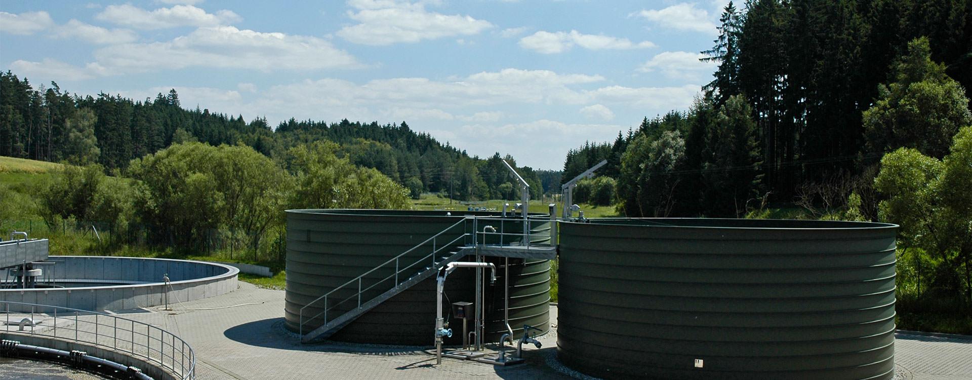 Liquid Storage Sludge-Piling